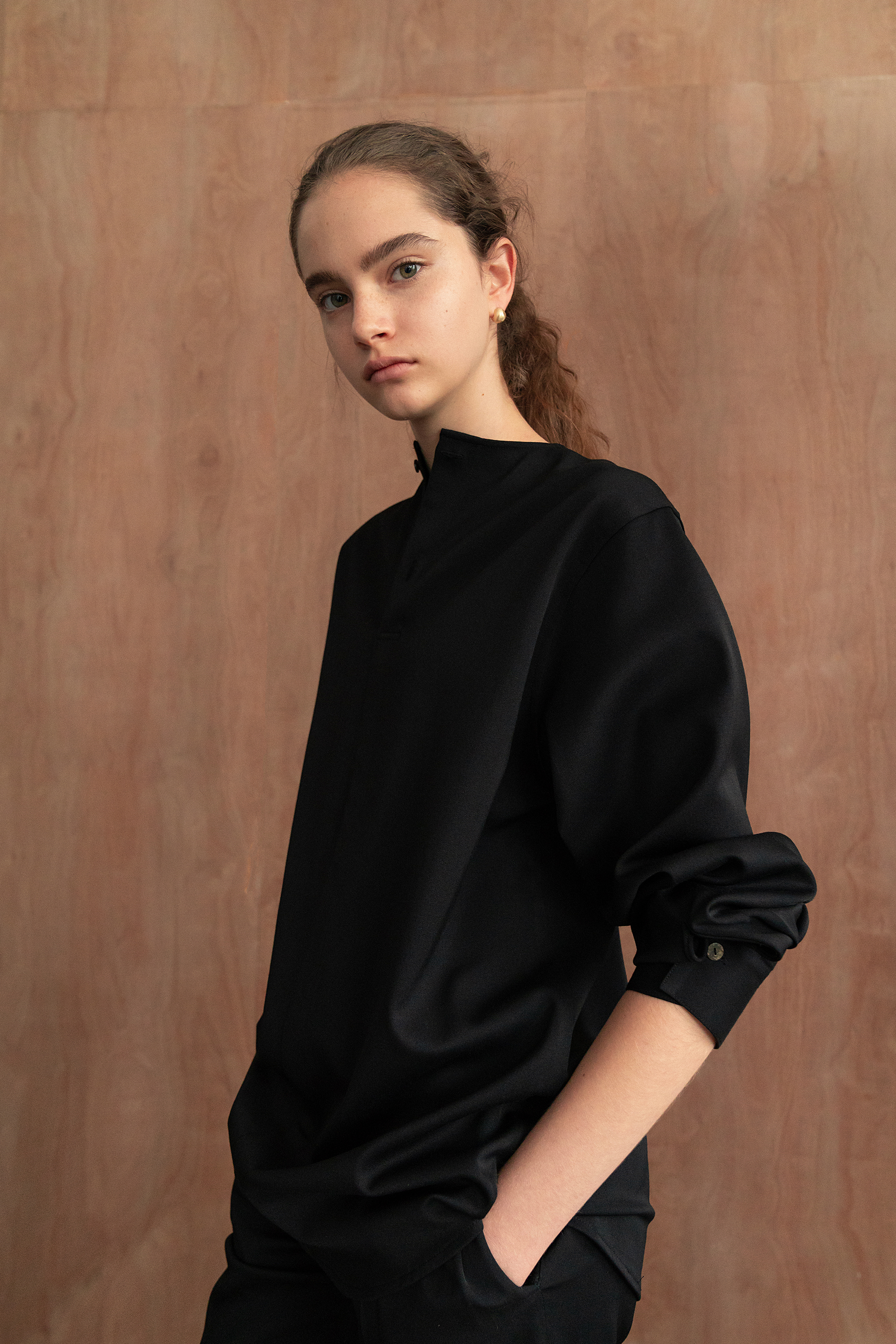 Round neck wool blouse (Black)
