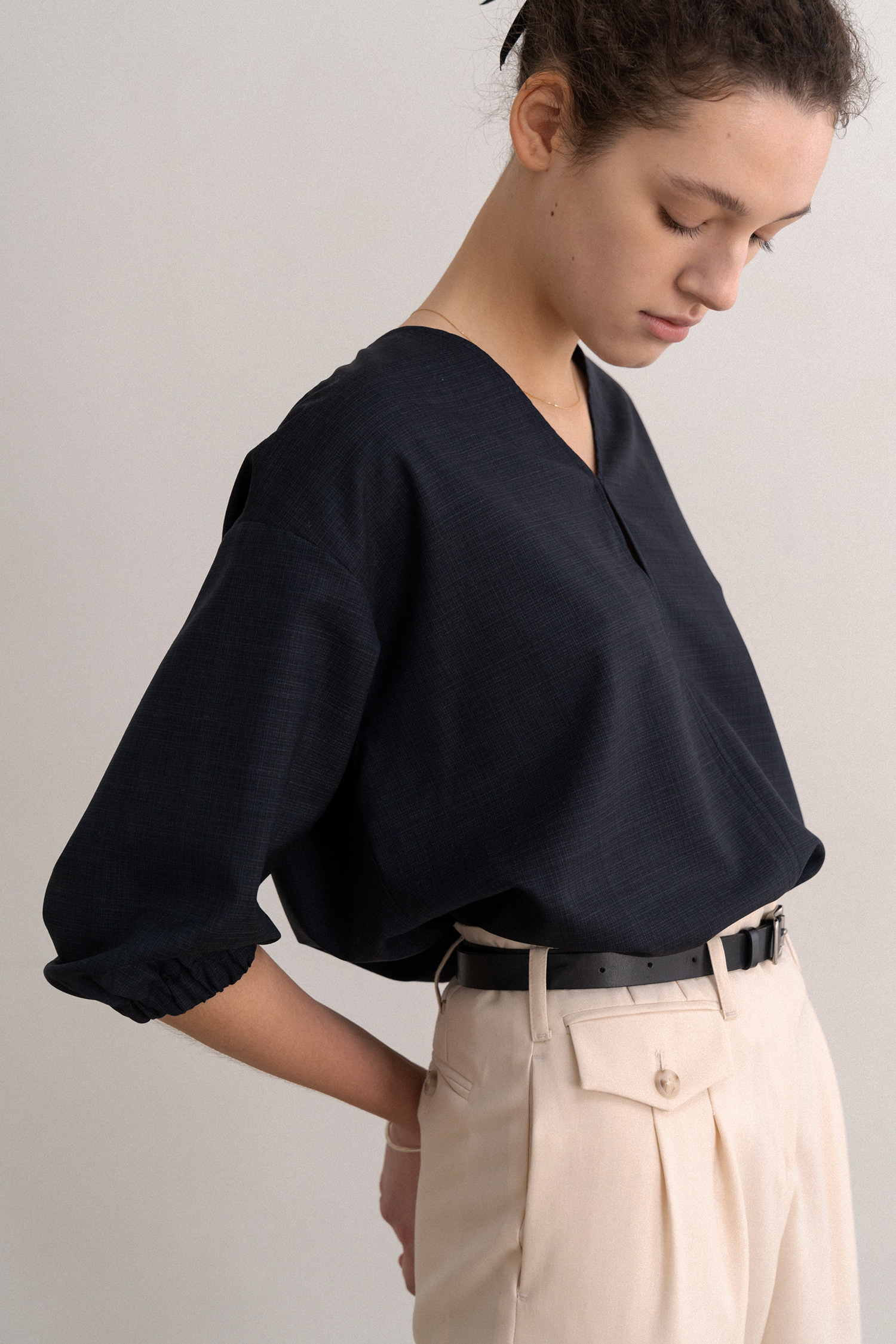 V-neck Wool Blouse (Navy)