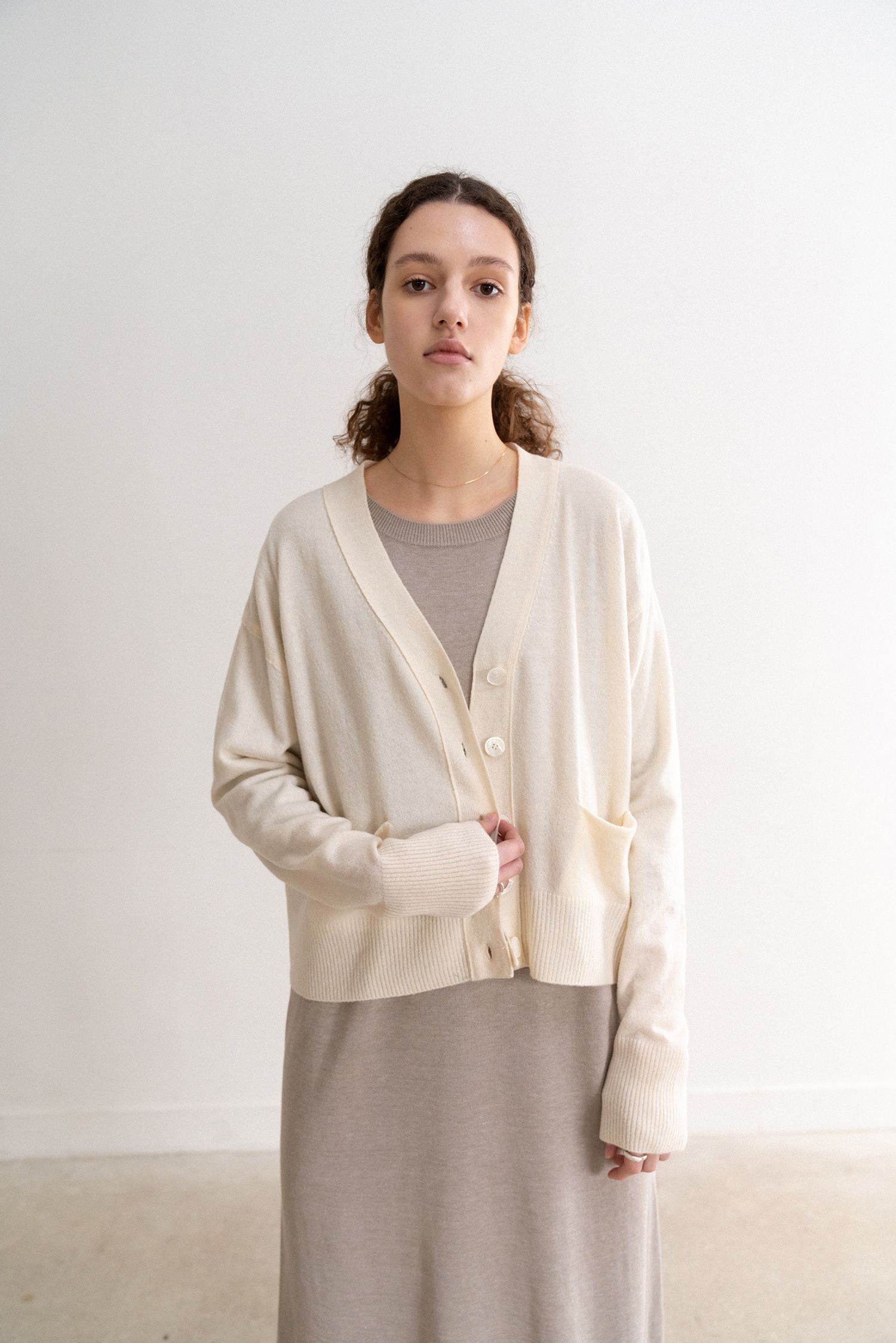 V-neck Cropped Cardigan (Ivory)