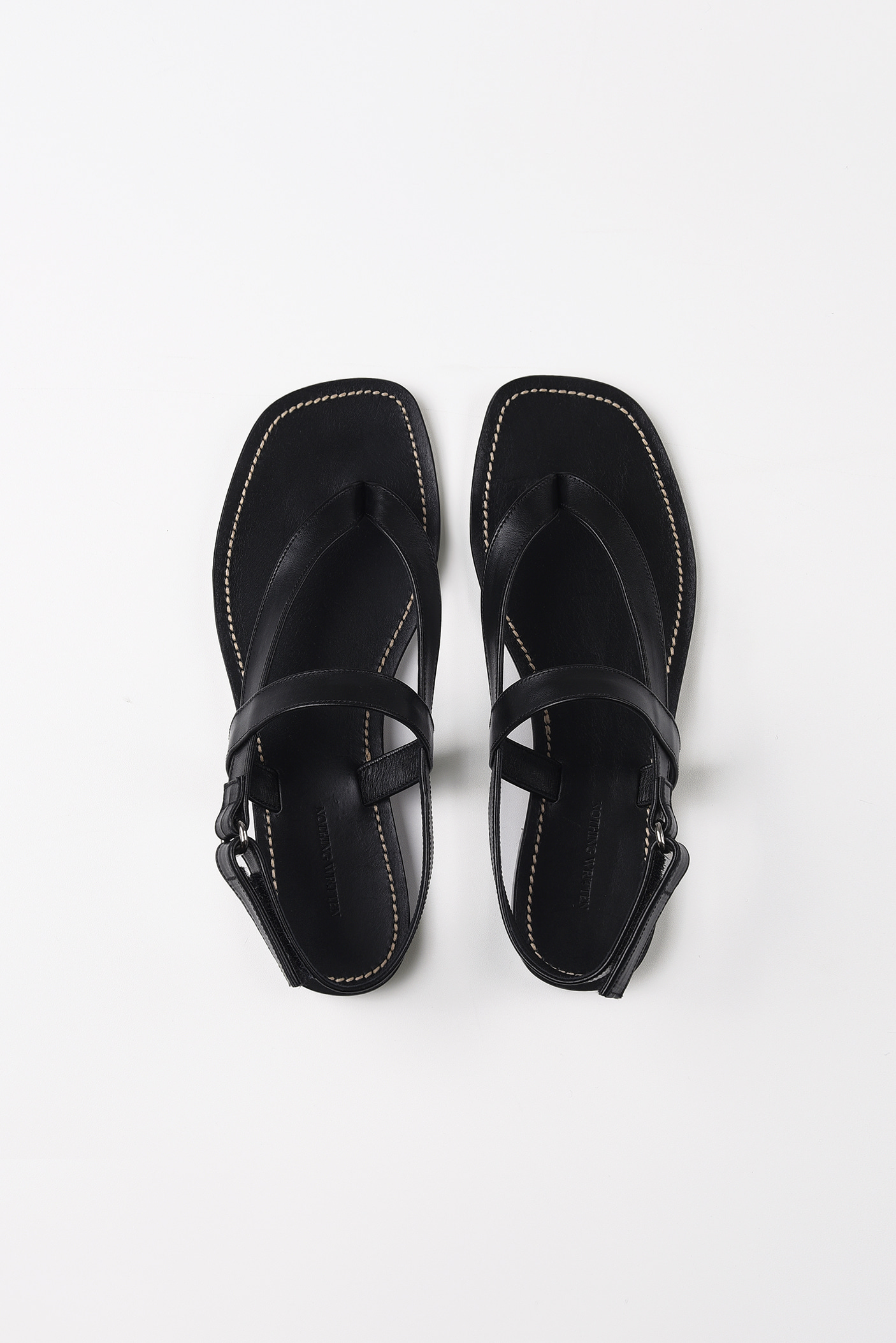 Tri-crossover leather sandals (black)